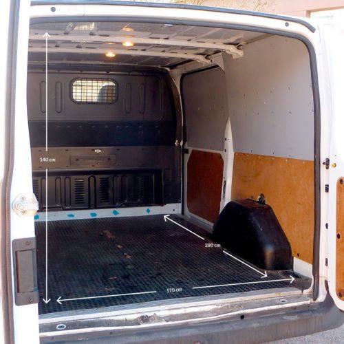 Pakettiauton Vuokraus Turku Ford Transit valkoinen sisämitat