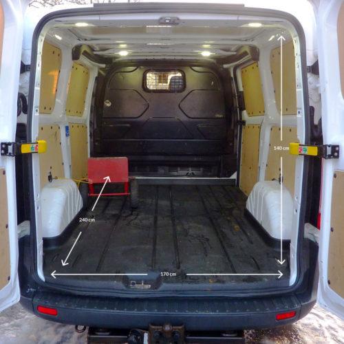 Pakettiauton Vuokraus Turku Ford Custom NKU-245 sisämitat